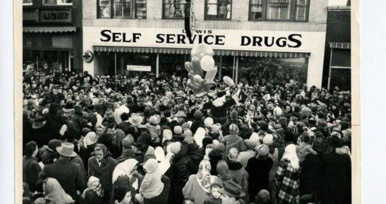 Lewis Drug Store in 1944